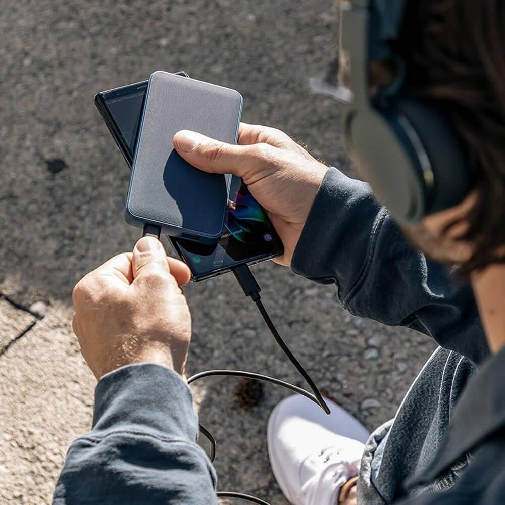 پاوربانک ۱۰٬۰۰۰ میلی آمپر موفی مدل powerstation پارچهای